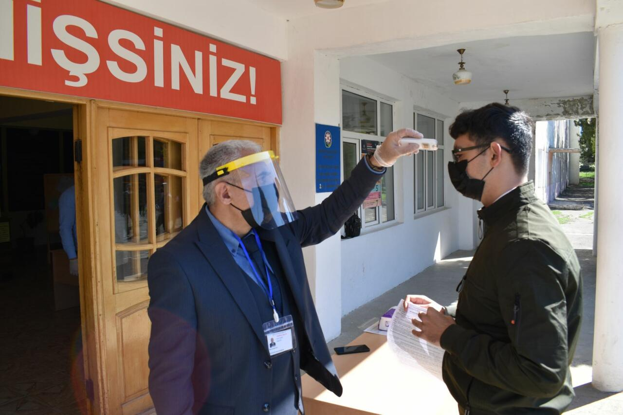В Азербайджане прошли выпускные экзамены