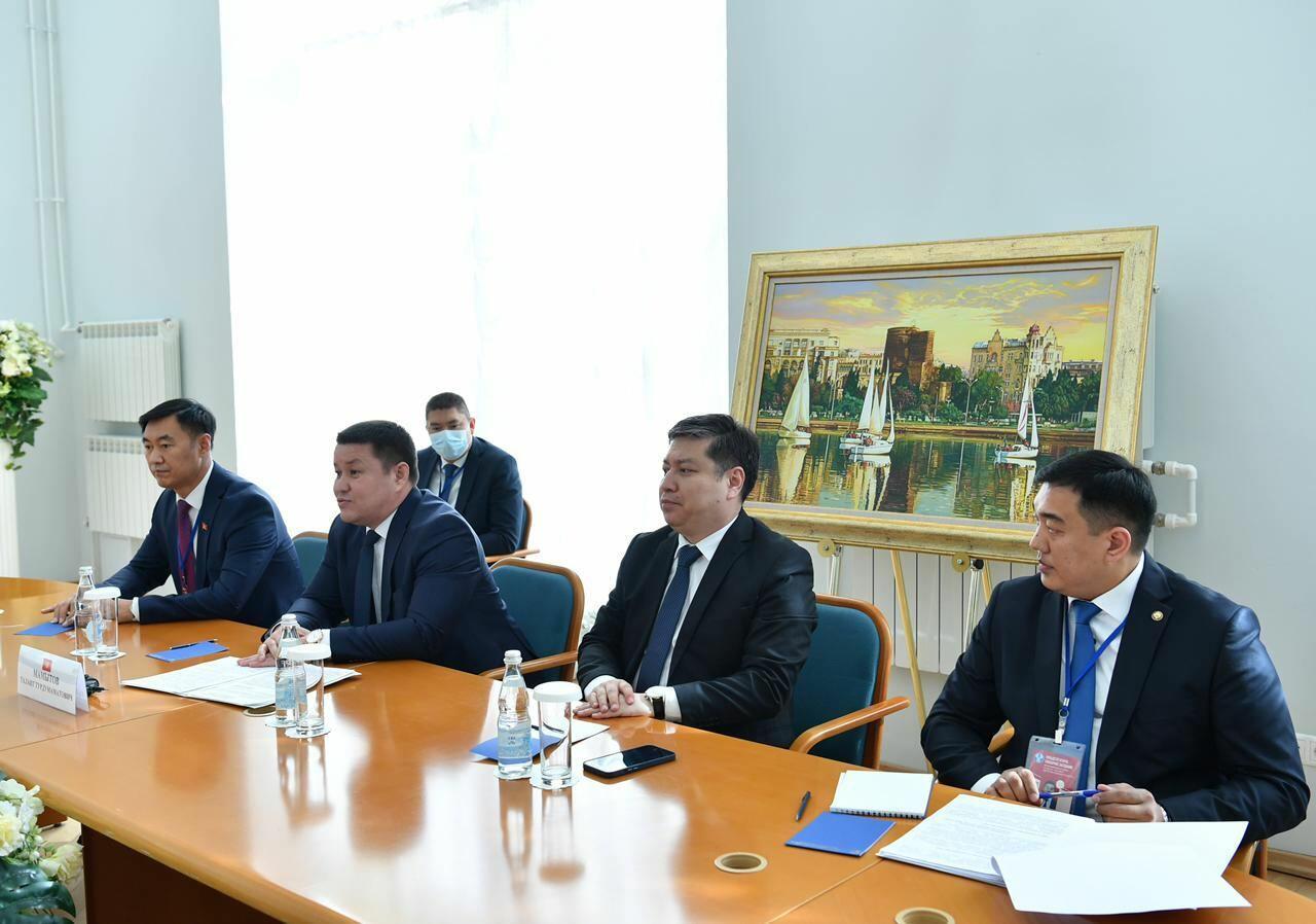 Сахиба Гафарова провела встречу с председателем парламента Кыргызстана