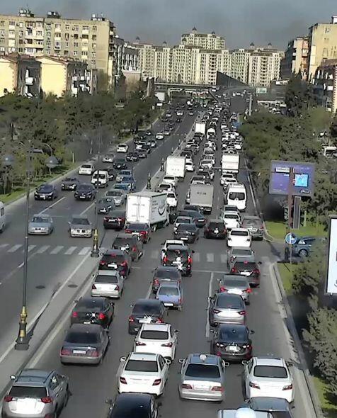 В Баку образовались крупные пробки