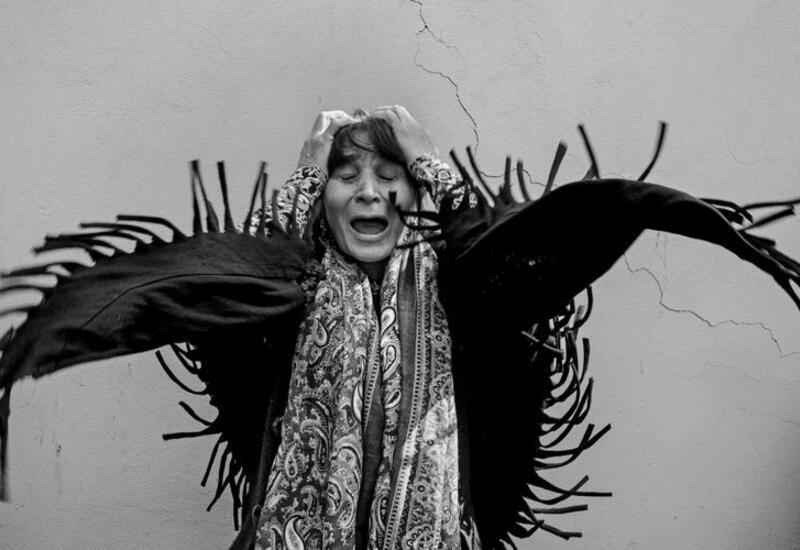 Фотография женщины, услышавшей о гибели близкого человека в результате ракетного обстрела Гянджи, стала в Турции «Медиа-фото года»