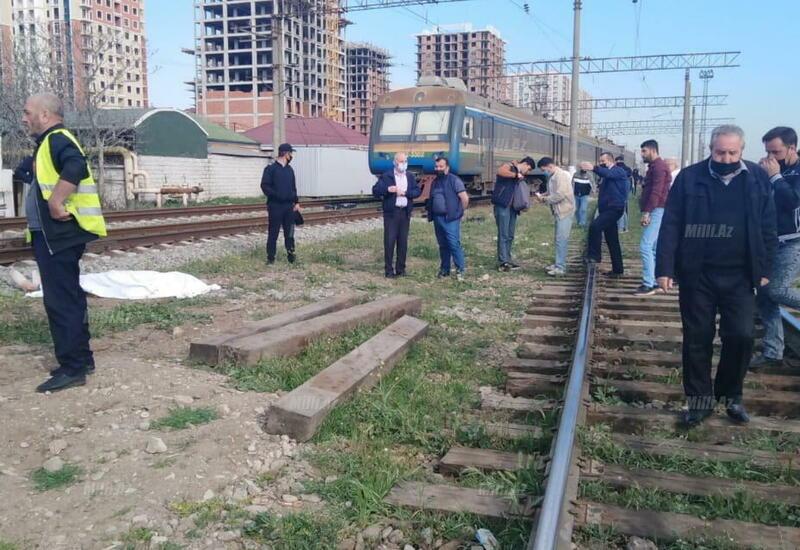 В Баку поезд сбил мужчину