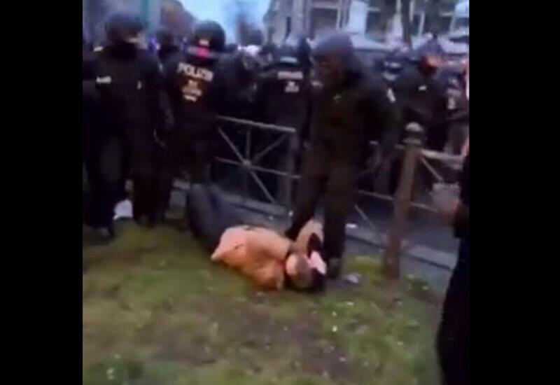 Беспорядки в Берлине, полиция жестоко избивает протестующих