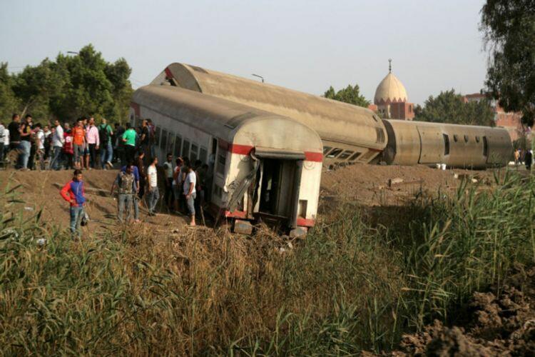 В Египте поезд сошел с рельсов