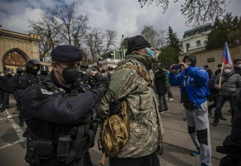 Беспорядки у здания посольства России в Праге