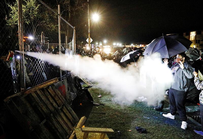 В США седьмую ночь подряд проходят протесты из-за убийства афроамериканца