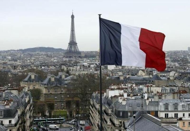 Франция ввела карантин для въезжающих из четырех стран