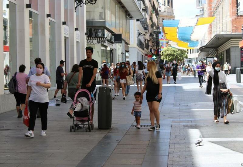 Испании грозит всплеск заболеваемости COVID из-за пляжных вечеринок