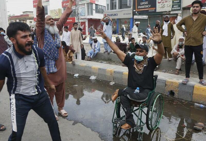 В Пакистане продолжаются массовые антифранцузские выступления