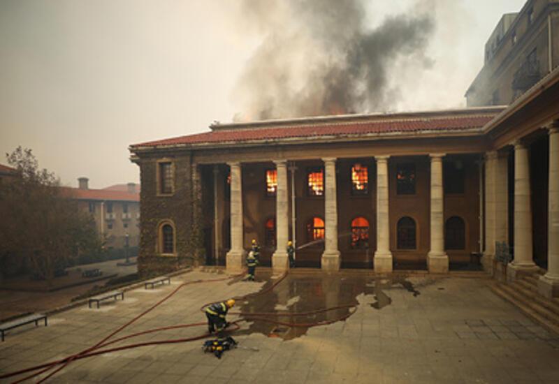 Мощный пожар произошел в кампусе Кейптаунского университета