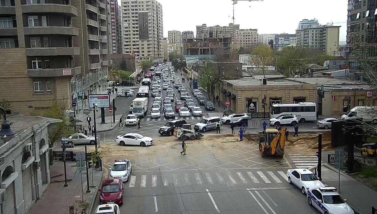 В Баку задерживается движение автобусов по 11 маршрутам