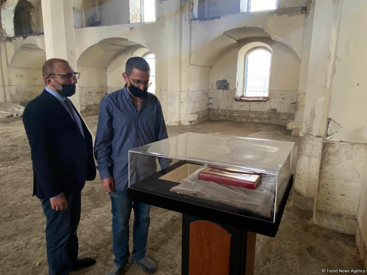 Израильские журналисты посетили в Агдаме разрушенные армянами мечети
