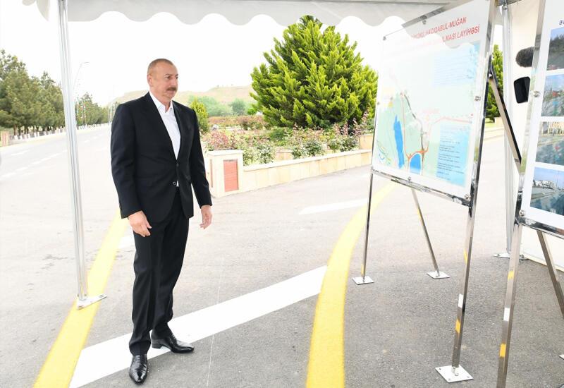 Президент Ильхам Алиев принял участие в церемонии сдачи в эксплуатацию дороги Гаджигабул-Муган после реконструкции