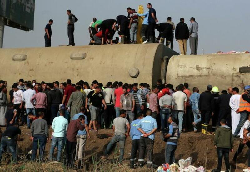 При сходе поезда с рельсов в Египте погибли 23 человека