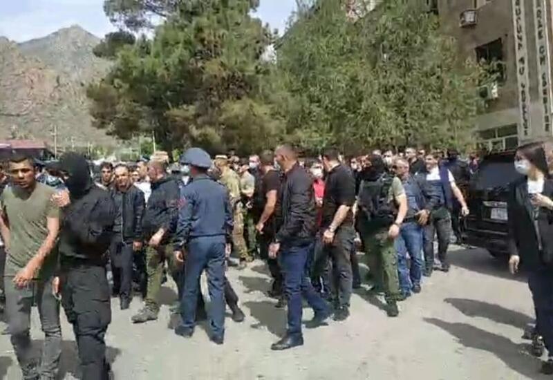 Охрана Пашиняна подралась с протестующими в Мегри