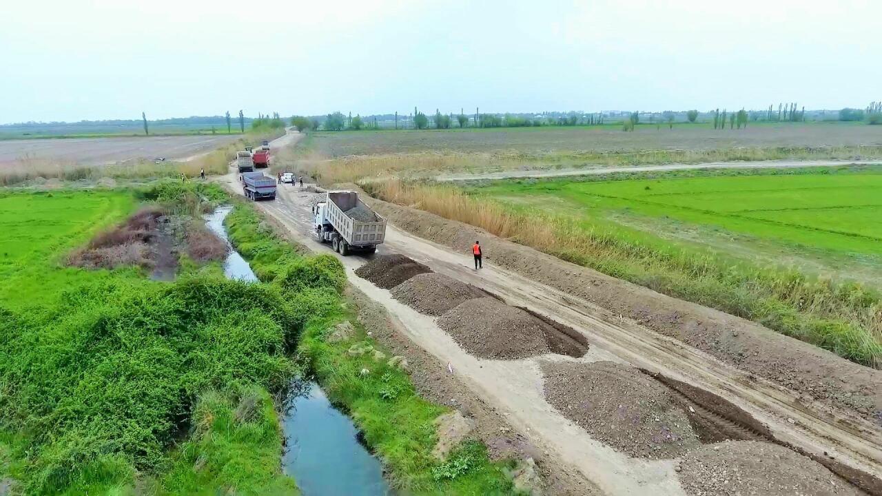 В Азербайджане реконструируются 10 дорог