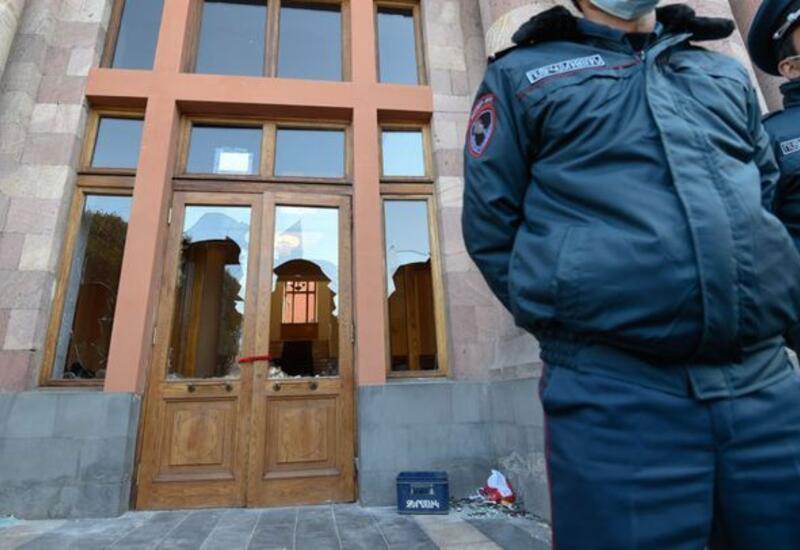 Противники Пашиняна провели акцию протеста у здания правительства