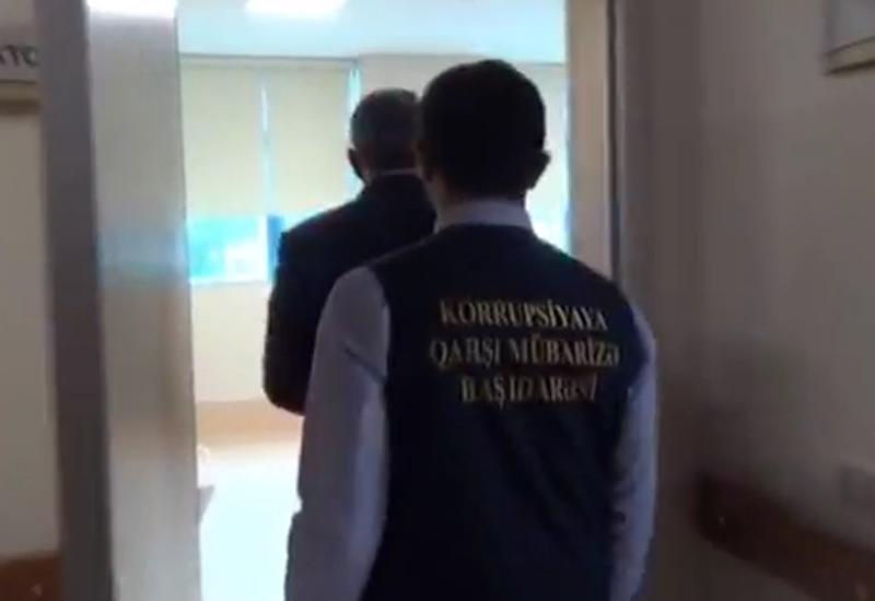 Момент задержания директора «Ени Клиника» и главврача модульной больницы