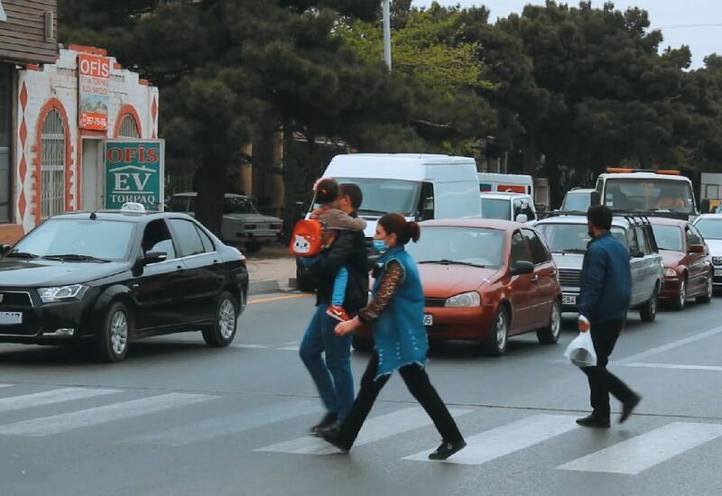 В поселке Забрат на пешеходных переходах установлены новые светофоры