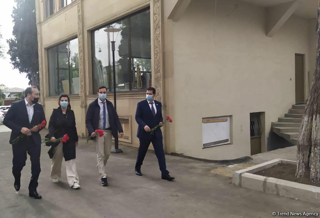 Французские юристы прибыли в Гянджу