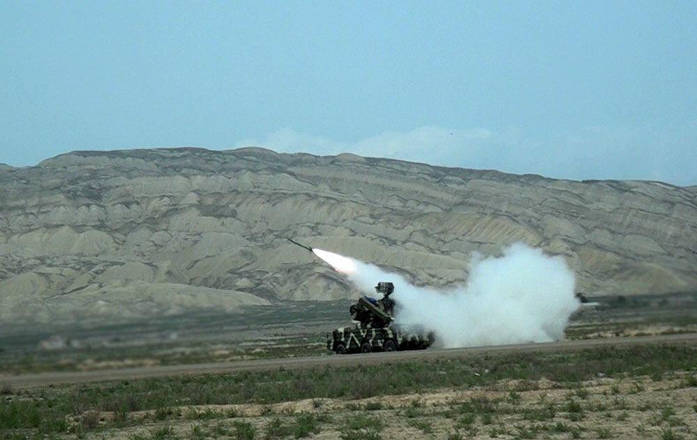 Зенитно-ракетные подразделения проводят тактические учения с боевой стрельбой