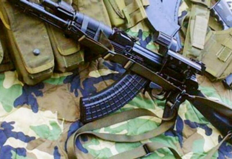 В Баку из школы украли автомат АК-74