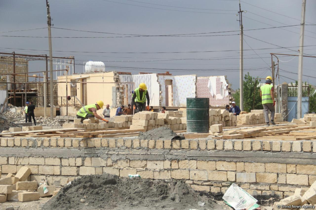 В Гяндже началось восстановление домов, поврежденных в результате армянских обстрелов