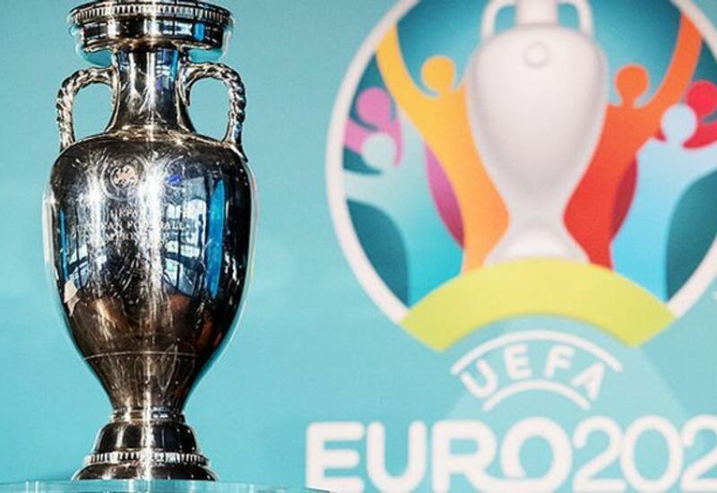 Кубок Евро-2020 упал на землю в Бухаресте