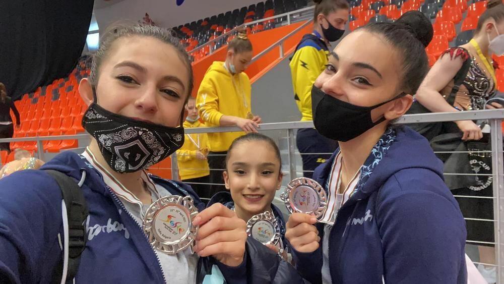 """Азербайджанские гимнастки завоевали """"серебро"""" на международном турнире в Софии"""