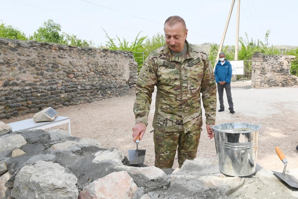 Президент Ильхам Алиев и Первая леди Мехрибан Алиева приняли участие в церемонии закладки камня в стену мечети в Зангилане