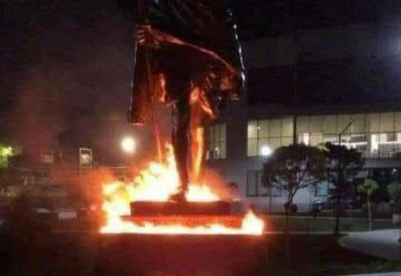 В Ереване подожгли памятник Махатме Ганди