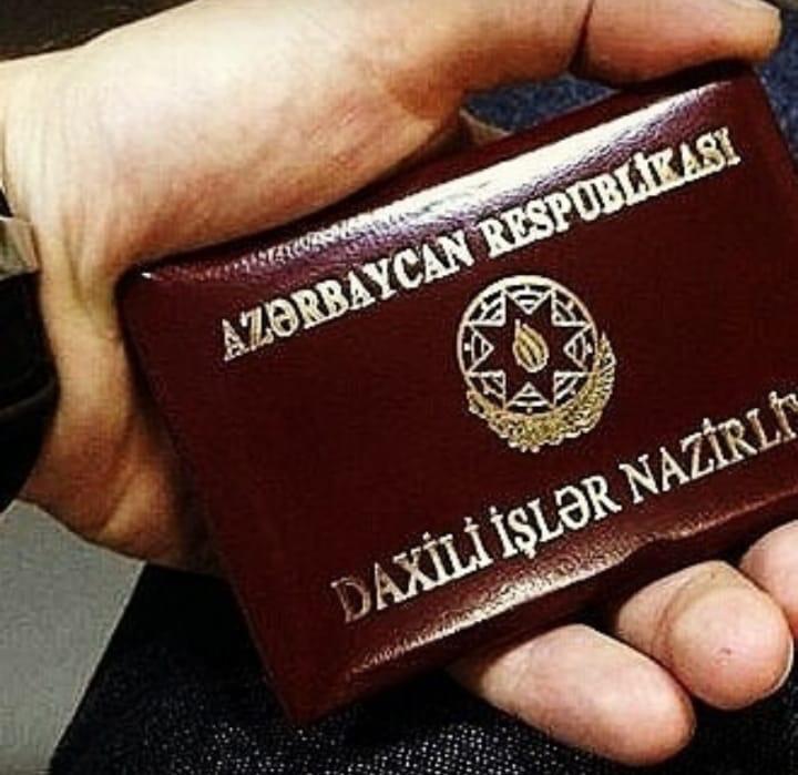 В Баку мужчина шантажировал женщин, представляясь полицейским