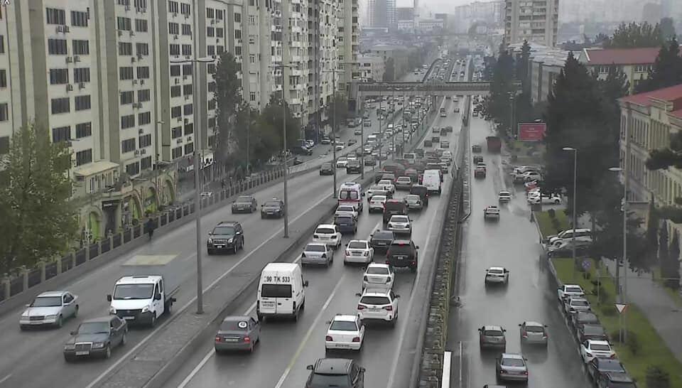 Две аварии парализовали движение на проспекте Зии Буниятова