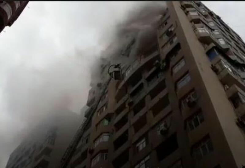 Вот как тушили пожар в 18-этажном здании в Баку