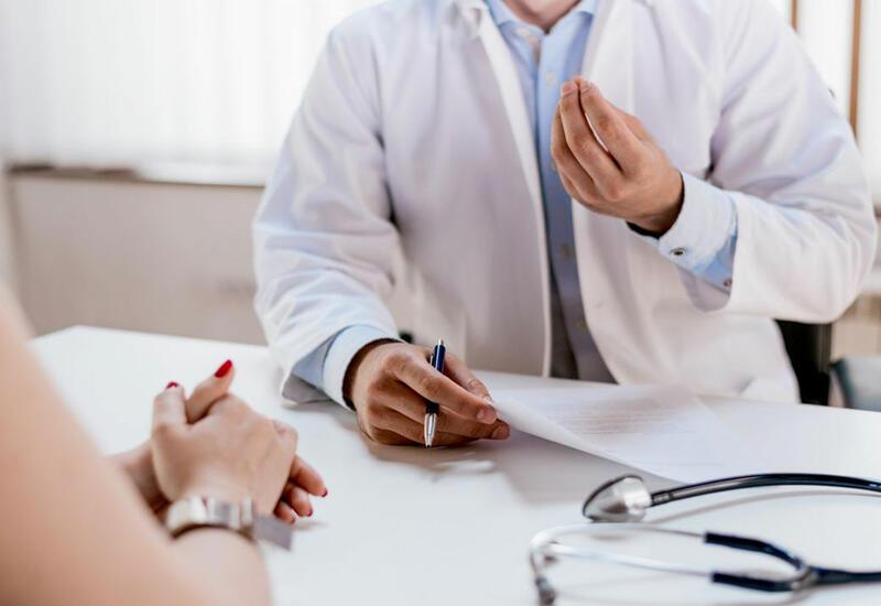 Онколог перечислил симптомы для срочного обращения к врачу