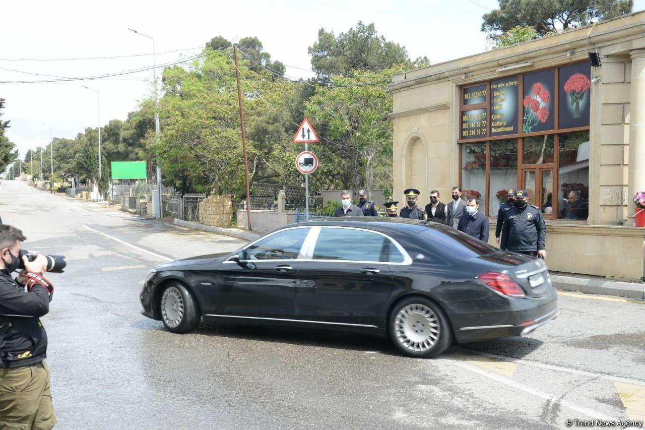 Азад Рагимов похоронен на 2-й Аллее почетного захоронения