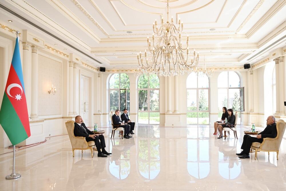 Президент Ильхам Алиев принял верительные грамоты новоназначенного посла Сербии в Азербайджане
