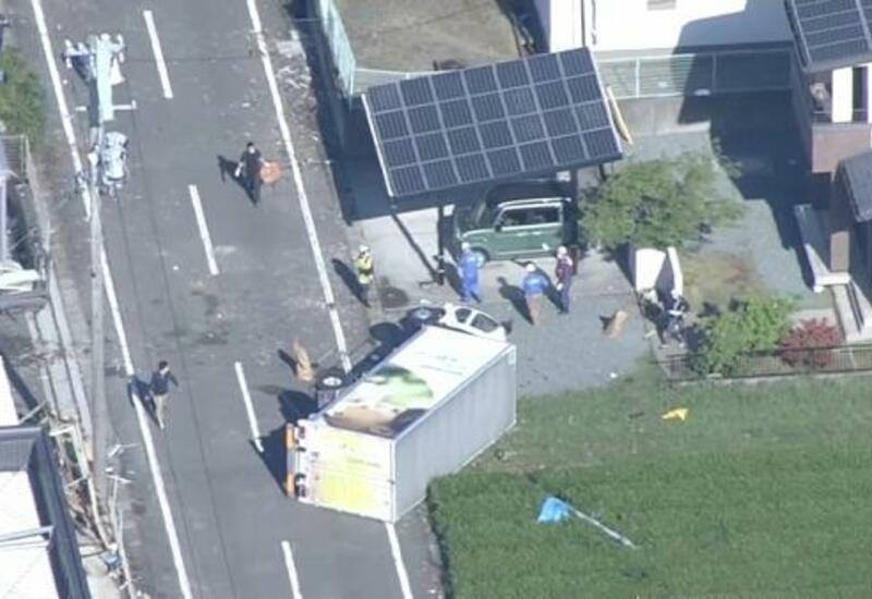 Сильный ветер повредил более 100 домов в Японии