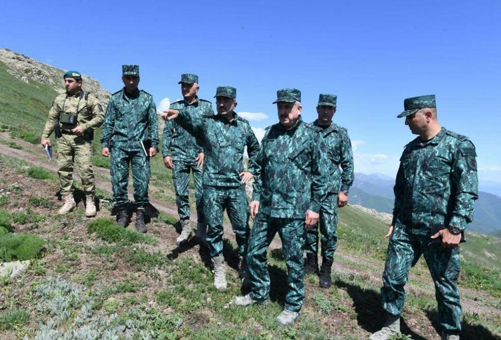 Магеррам Алиев и Эльчин Гулиев посетили воинскую часть на границе с Арменией
