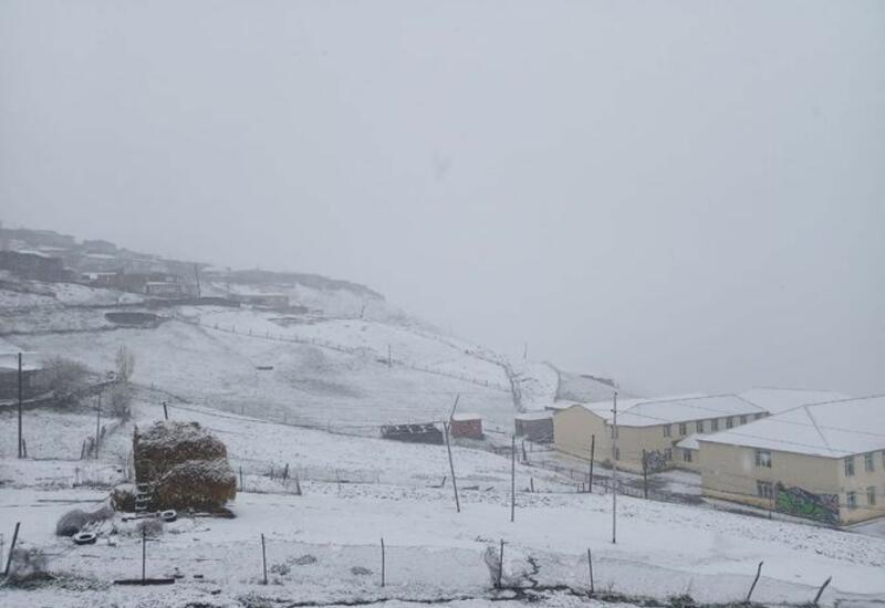 В Азербайджане выпал снег