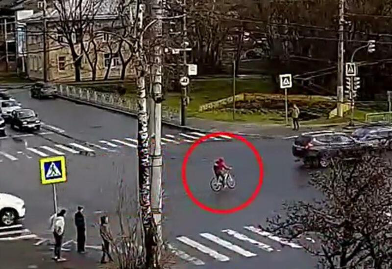 Оторвало колесо: велосипедист чудом спасся от гибели в ДТП