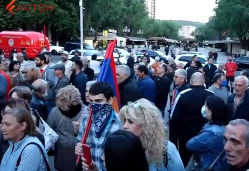 Ереван встретил Сергея Лаврова протестами