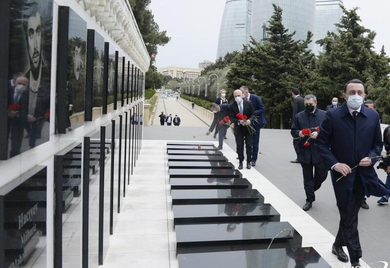 Премьер Грузии посетил Аллею шехидов в Баку