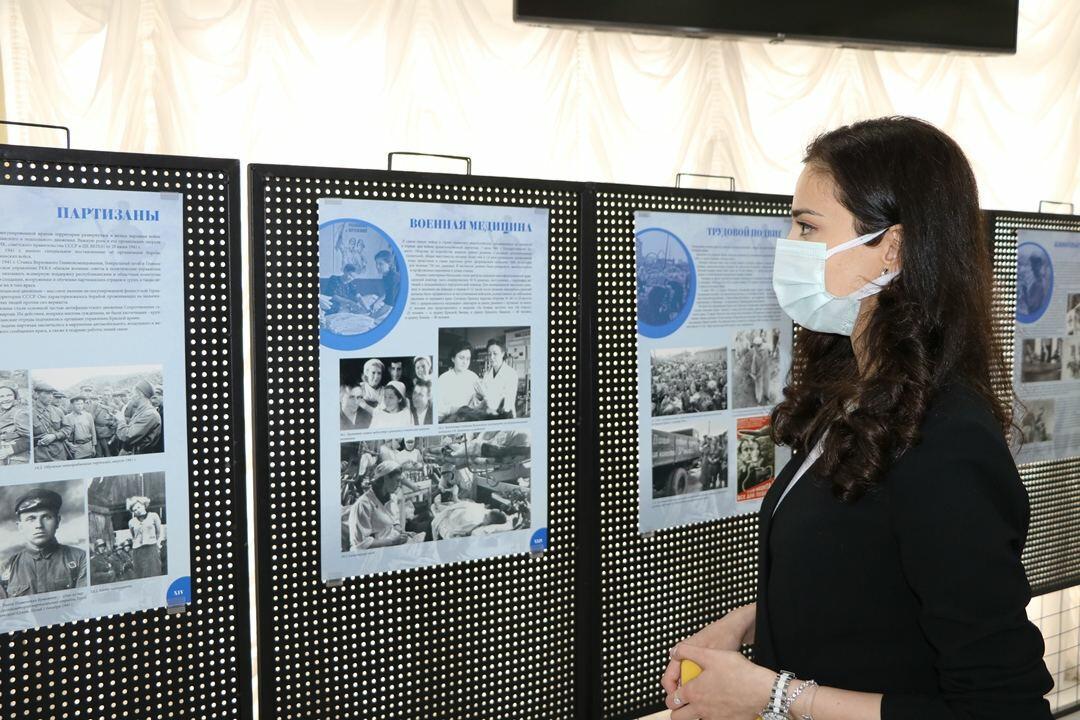 В Баку открылась выставка фотокопий военных экспонатов из музеев России