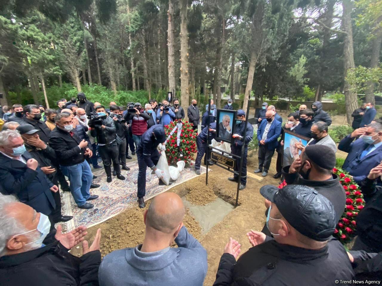 В Баку прошли похороны народного поэта Фикрета Годжи