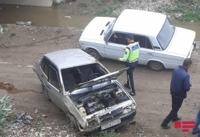 Автомобиль упал в канал