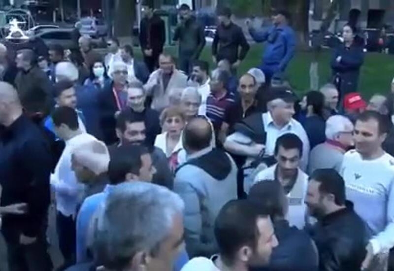 """Лавров с***"" - антироссийский митинг в центре Еревана"