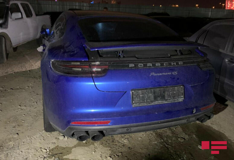 В Баку столкнулись Porsche и KIA - есть пострадавший