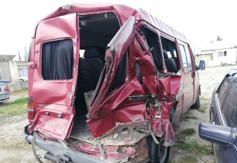 В Уджаре микроавтобус столкнулся с эвакуатором