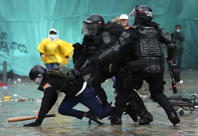 В Колумбии участники протестов попытались прорваться в здание Конгресса