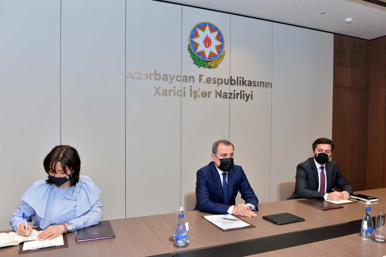 Джейхун Байрамов встретился с директором АБР по Азербайджану
